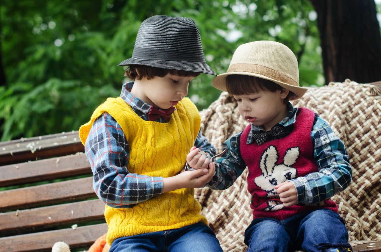 http://family-online.co.il/wp-content/uploads/2019/11/two-boys-sitting-on-bench-wearing-hats-and-long-sleeved-1619706.jpg